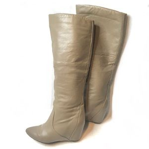 REPORT High Shaft Leather Wedge Heel Boot